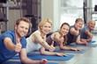 Leinwanddruck Bild - sportgruppe zeigt daumen hoch