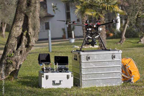 Leinwanddruck Bild Drone and Tools