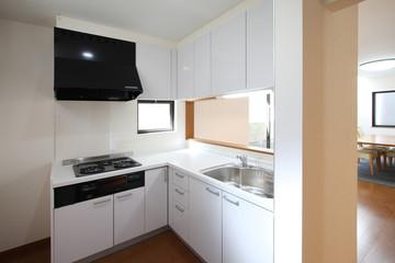 コンパクトな対面式L型キッチン 施工例