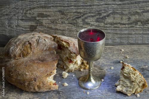 Bread and wine holy communion sign symbol - 76986971
