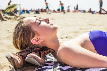Teenager am Strand, Urlaub in Holland