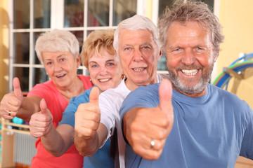 Daumen hoch beim Seniorensport