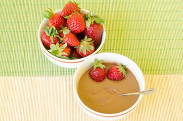 Fresh strawberries and hot chocolate in dessert bowls