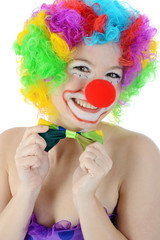 Clown zu Fasching richtet Fliege zum Kostüm