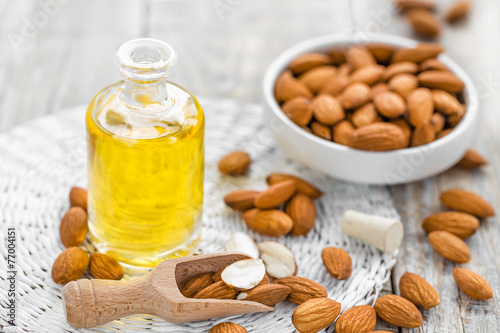 Leinwanddruck Bild Almond oil