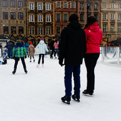 Couple city icerink fun