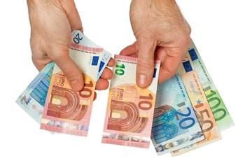 Bezahlen - Geldscheine zählen
