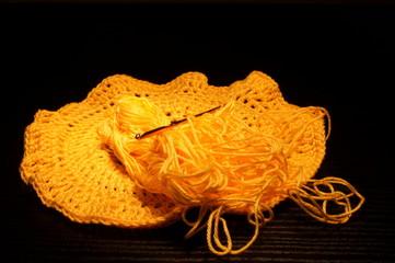 Centrino di lana da completare