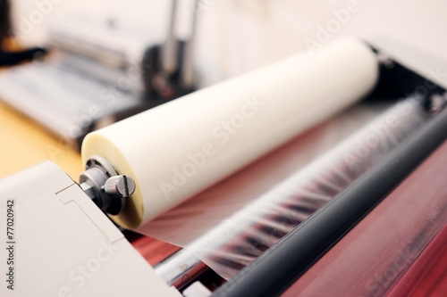 The image of a laminating machine - 77020942