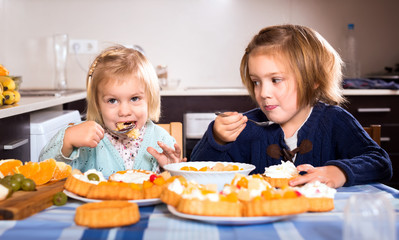 Kids chewing cakes