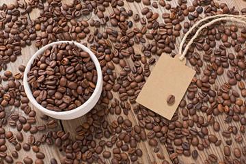 Caffè con tazza ed etichetta