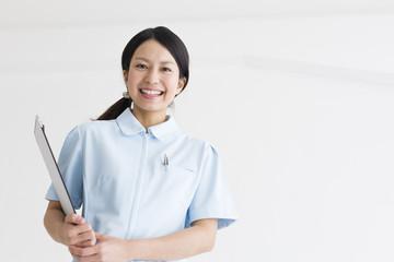 コピースペース 笑顔の女性看護士