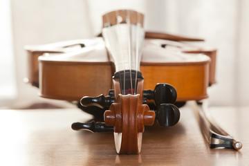 lying violin