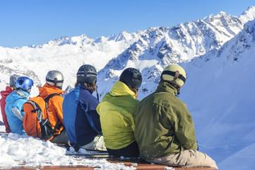 Wintersportler genießen den Ausblick