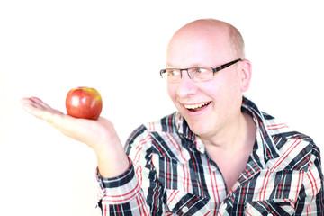 Mann mit Apfel in der Hand