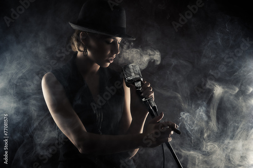 jazz singer woman with retro microphone - 77081576