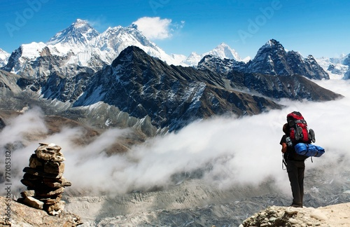Fotobehang Nepal view of Everest from Gokyo Ri with tourist