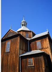 einfache alte Holzkirche in Polen