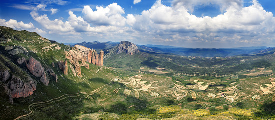 Hermoso paisaje de montaña. Mallos de Riglos.España