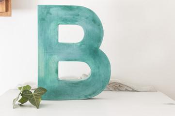 letra B azul de madera