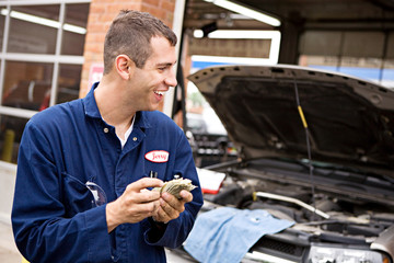 Mechanic: Worker Makes Money from Overcharging