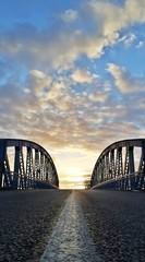 Soleil pont et route