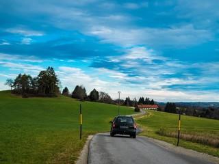 Fahrt übers Land mit PKW
