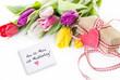Blumen und Geschenk zum Muttertag