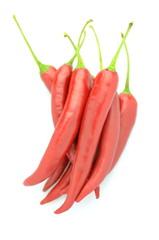 czerwone papryczki chili na białym tle