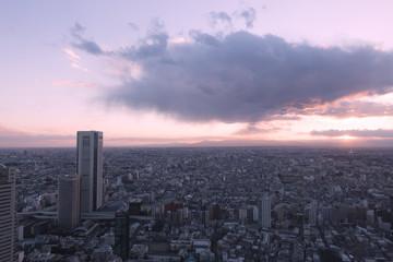 日没の太陽と雲(東京都心より西の方角)