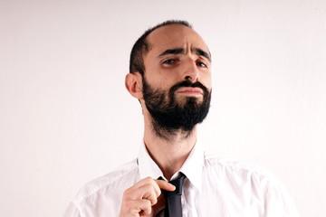 Man doing his tie