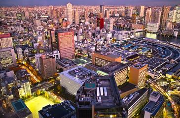 東京の築地地区の夕景