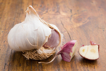 garlic with cut clove
