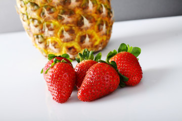Composition with pineapple and strawberries