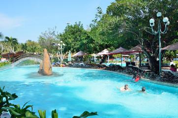 Бассейны в центральном парке Нячанга во Вьетнаме