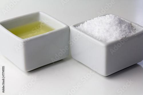 Erlesene Zutaten für ein Salzpeeling - 77141115