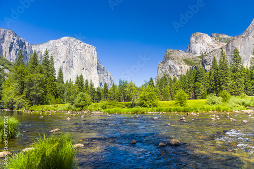 Fotobehang Natuur Park western rocket plateau of yosemite national park with merced riv