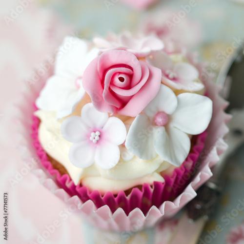Flower cupcake - 77141573