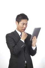 タブレット/男性ビジネスマン