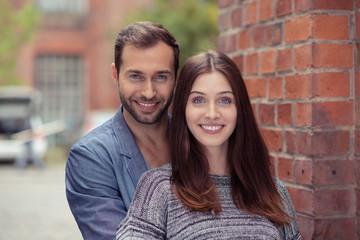 modernes junges paar in der stadt
