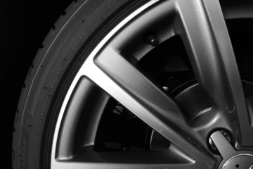 Neumático y Llanta de Coche