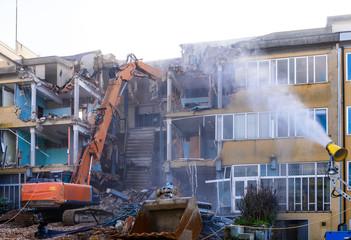 Demolizione edificio scolastico