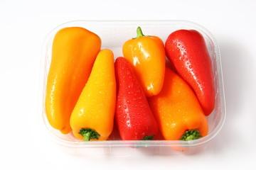 Pimientos de colores envasados