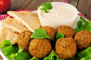 Falafel on lettuce with pita bread and tzatziki sauce