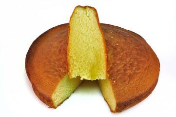Gâteau au yaourt sur fond blanc