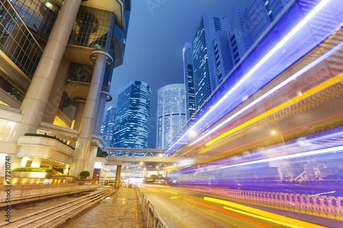 Fotobehang Hong-Kong Traffic in the financial district of Hong Kong at night