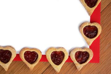 cartolina per San Valentino con biscotti a cuore