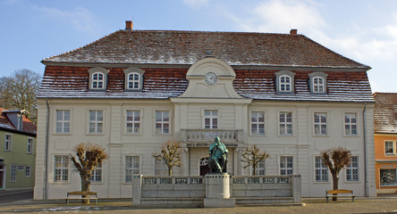 Stavenhagen: Ehem. Rathaus/Fritz-Reuter-Denkmal (Mecklenburg)