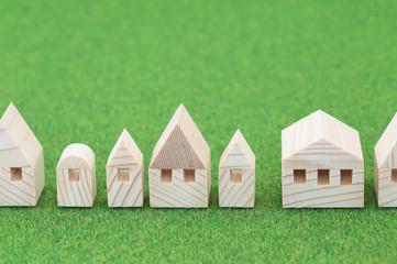 家のミニチュア模型 緑のバックグラウンド