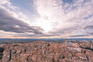 Siena, torre e case della città